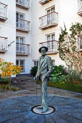 Merrion_Hotel_James_Joyce.jpg