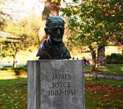 Dublin_St_Stephens_Green_James__Joyce.jpg